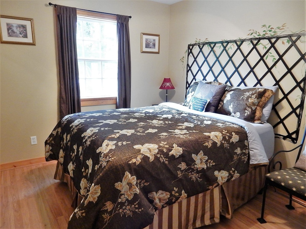 Additional view of bedroom