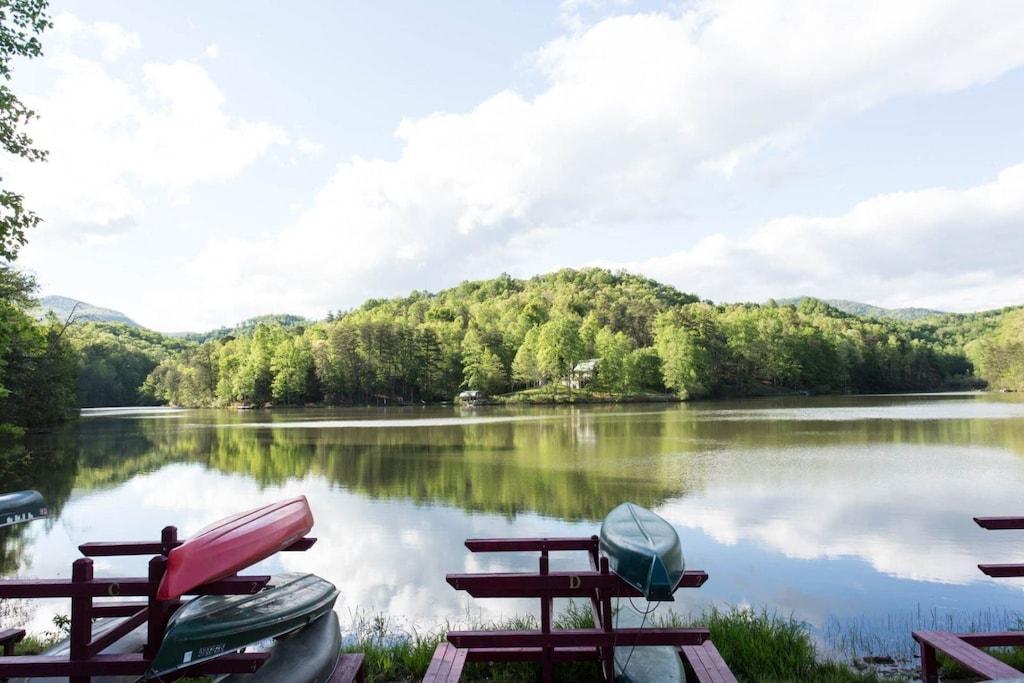 Bring your canoe, kayak, or wakeboard to Mirror Lake.