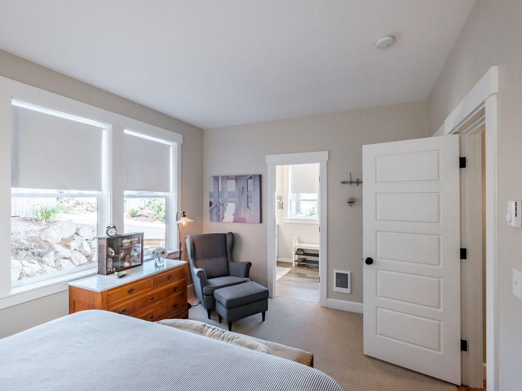 Grab a book and enjoy a moment to yourself in this main level master with en suite.