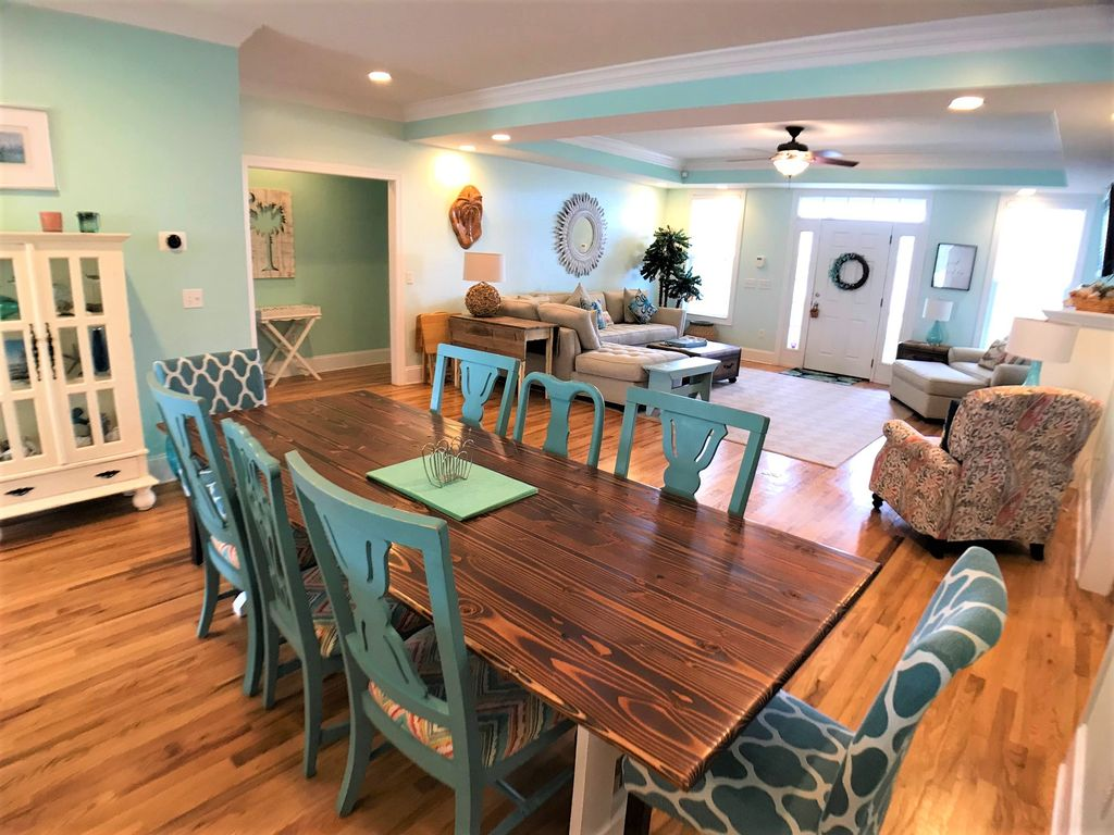 Inviting dining area!