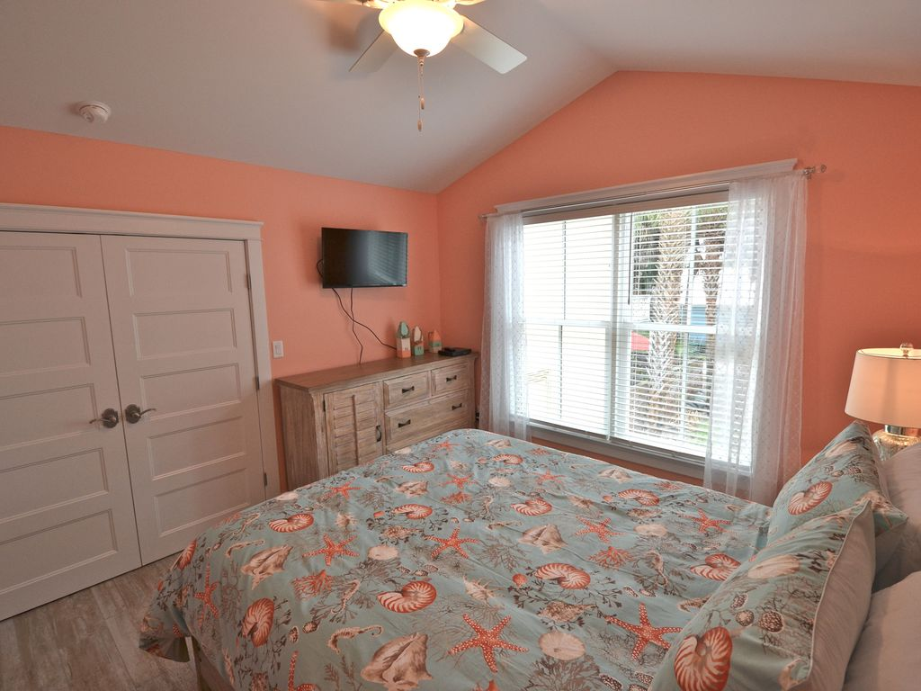 Dresser and closet space available in Queen Room
