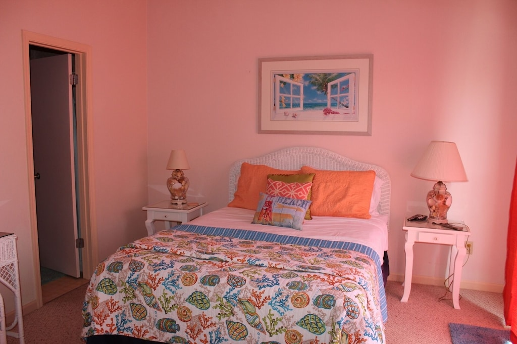 2nd Bedroom - queen bed, chest of drawers, desk