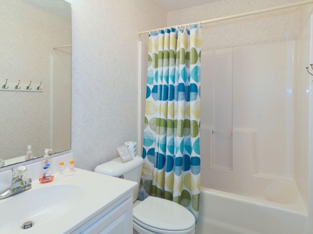 Main Bath, shower/tub combo, vanity, toilet