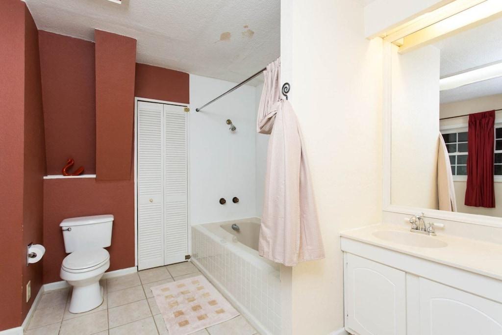 The full bath has a bathtub/shower combination.