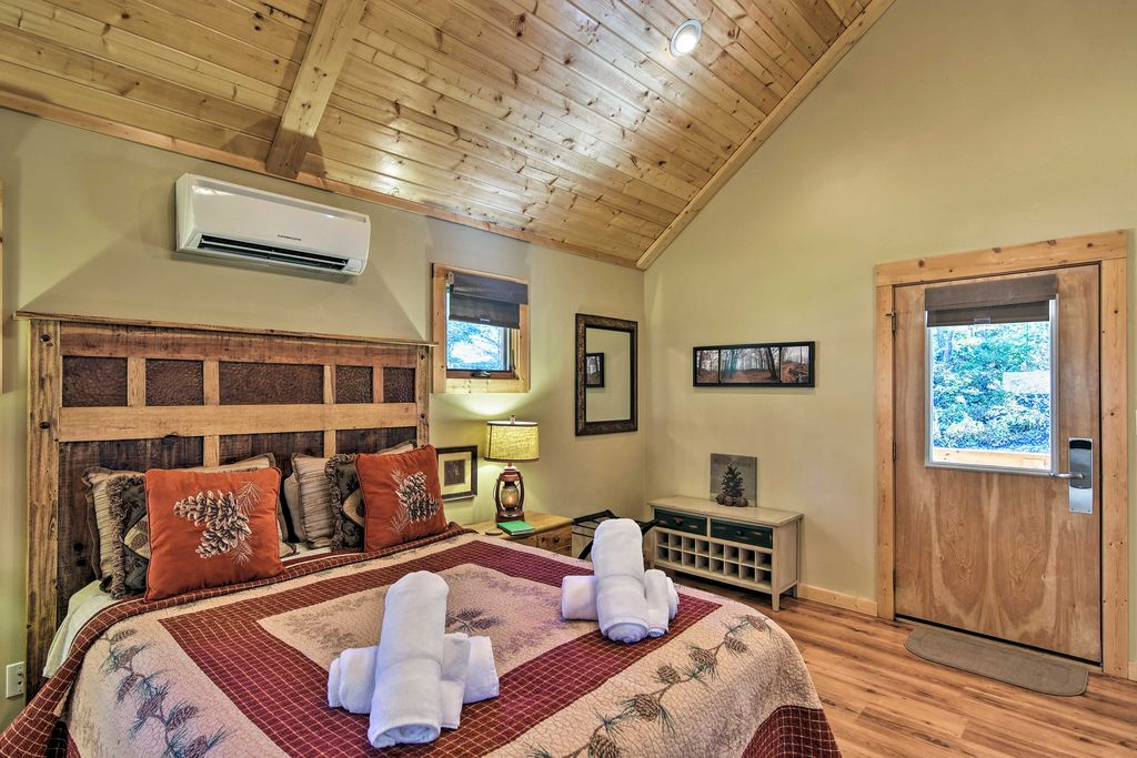 Studio | Queen Bed | Wall-Unit Air Conditioning