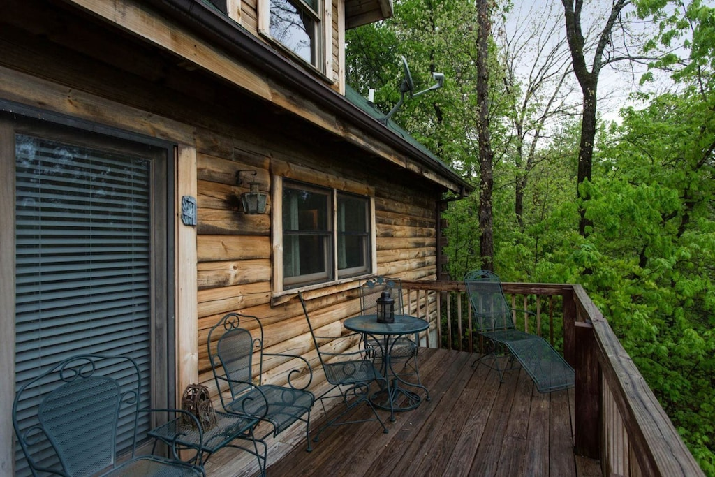 Imagine relaxing on the deck with these views and breathing in the fresh mountain air.