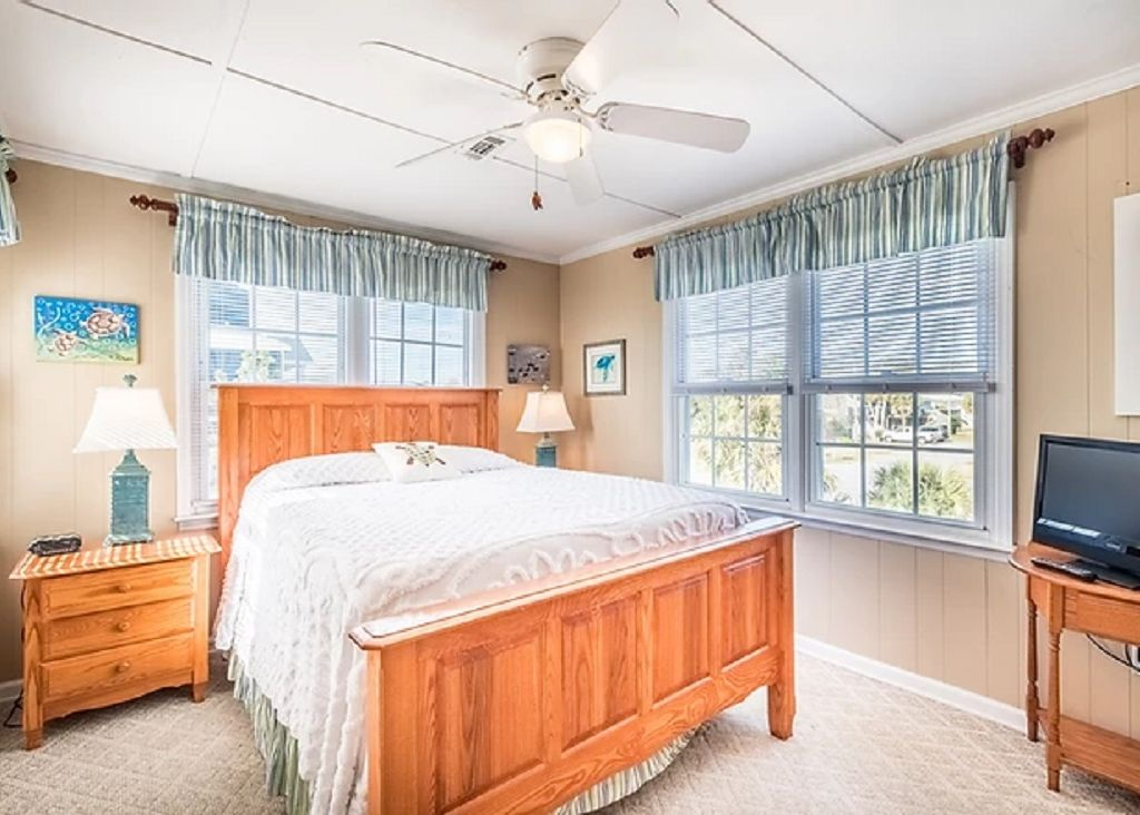 Guest bedroom 5 with queen bed and tv