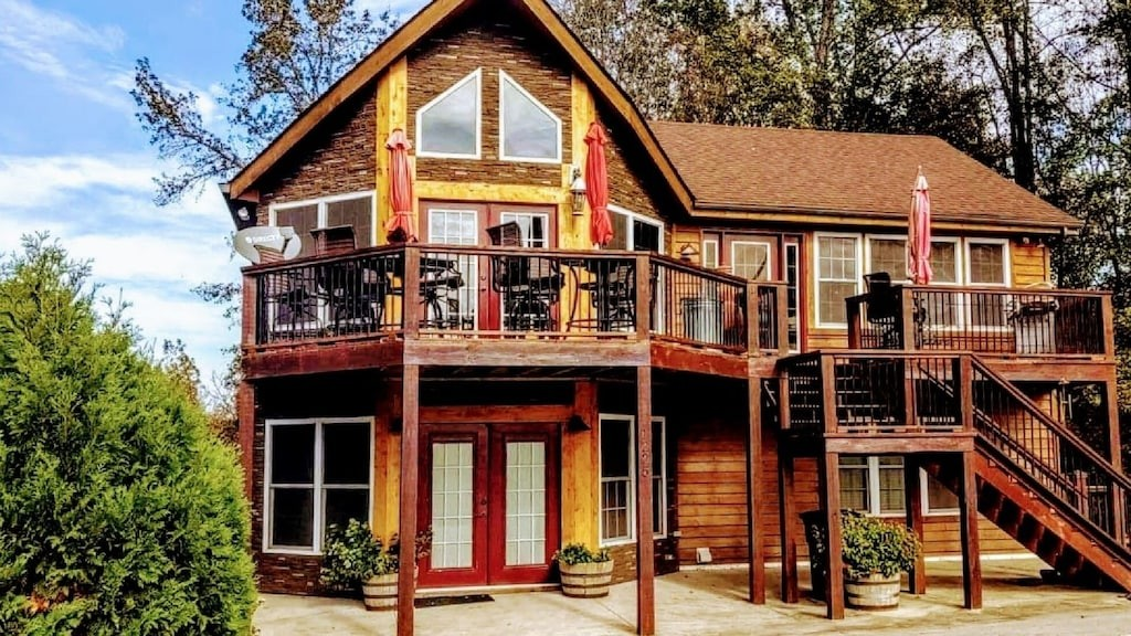 Three stories of craftsmanship with Lakeviews in mind