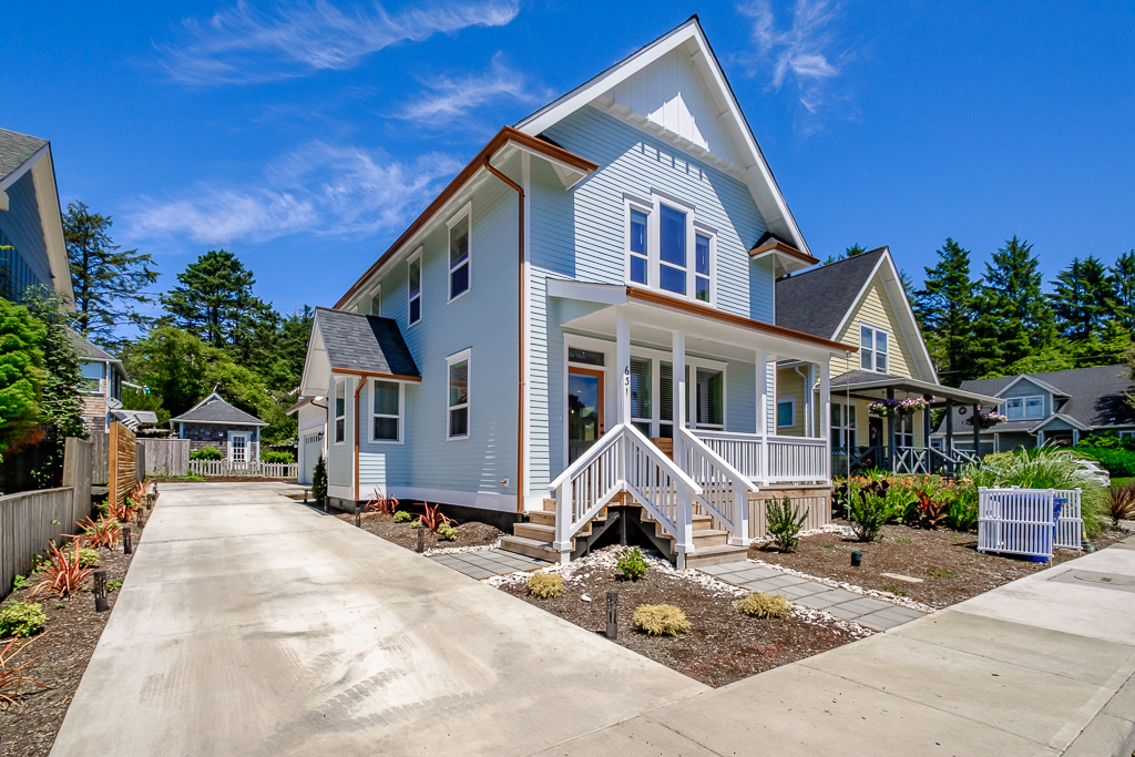 Visit one of the newest homes in Nelscott! Brand new vacation rental!