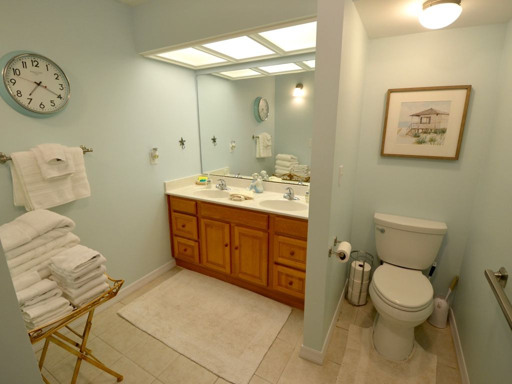 Spacious master bath with double sinks, luxury hotel towels, hair dryer, shampoo