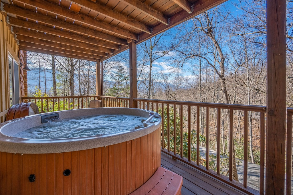 Happy Trails - Covered Deck w/HotTub