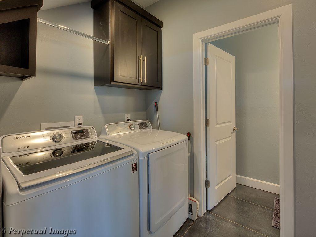 Full Size Laundry Room