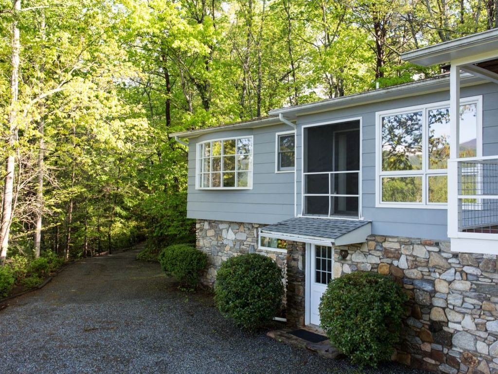 With a garage, partially paved drive, and paved access roads, this is also a perfect vacation rental for those touring by motorcycle.