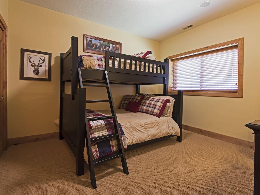 Bedroom 5.  Twin/full bunk beds