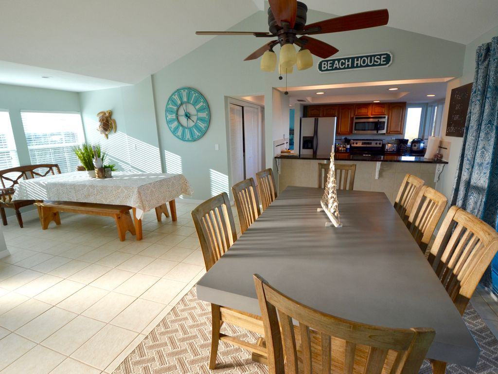 Plenty of dining space for everyone!