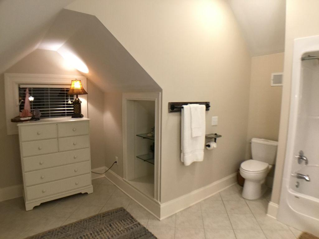 3rd Floor Full Bath