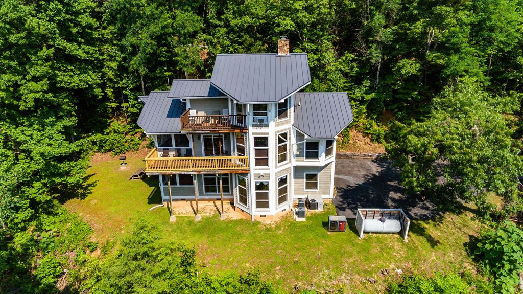 Beautifully designed 3-floor chalet on large private plot.