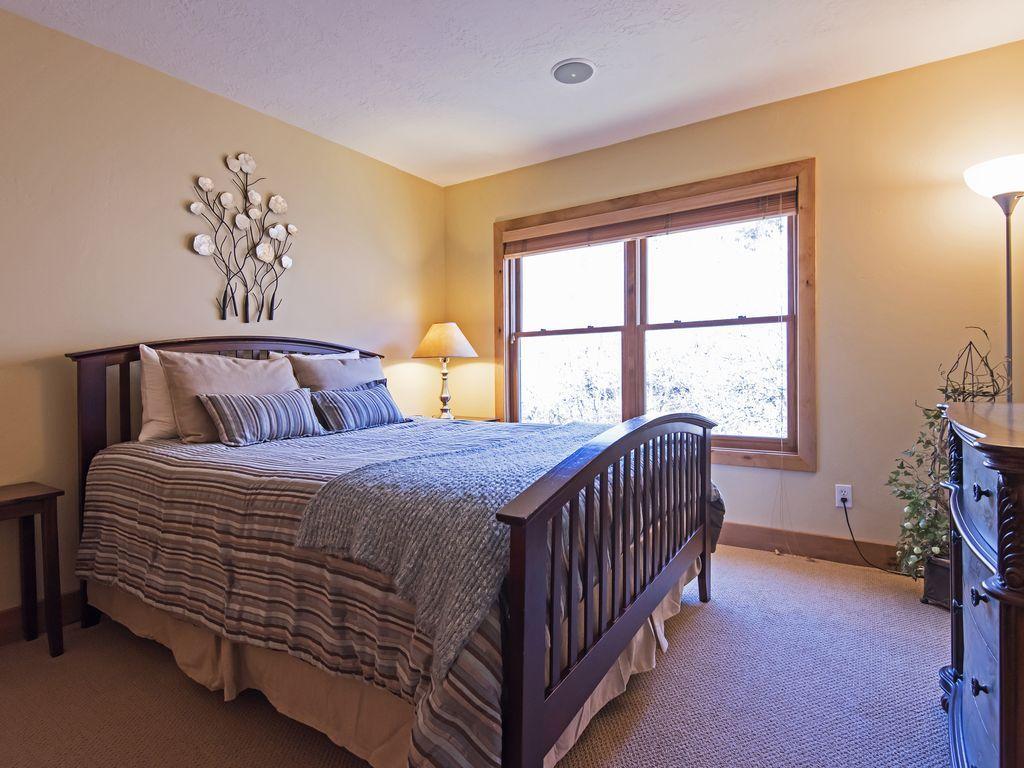 Bedroom 2.  Queen size bed