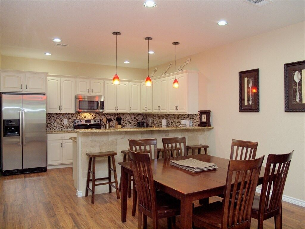HH #B - Kitchen & Dining Room
