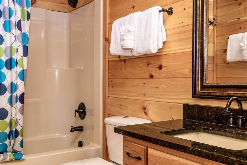 In addition to the shower/tub combo, we provide towels and toiletries.