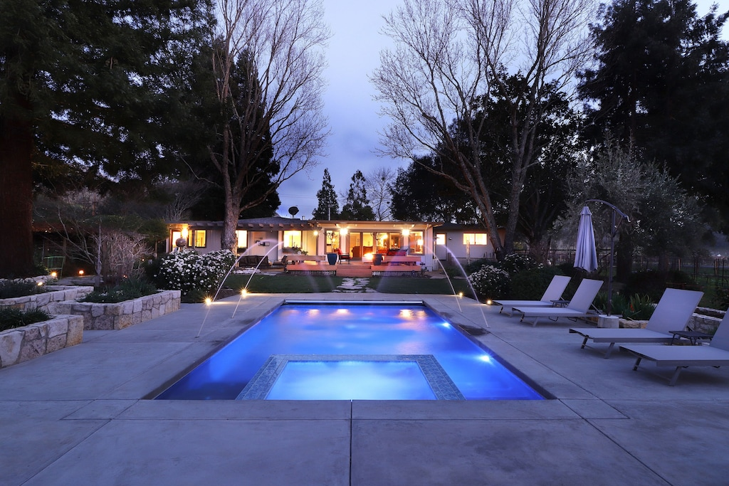 Swimming pool, jacuzzi, gardens in Napa Valley