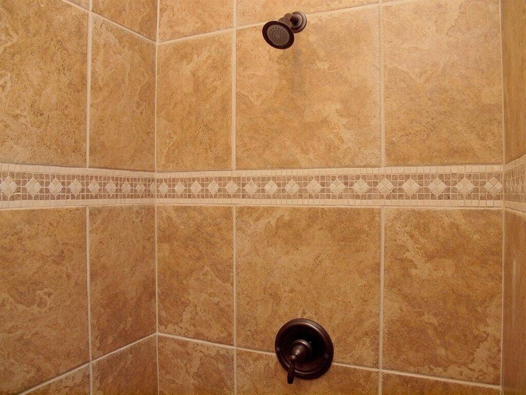 HH #B - Downstairs Bathroom #1
