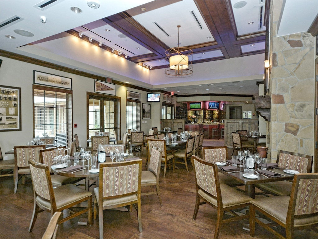 Traditions Country Club - Casual Dining Room