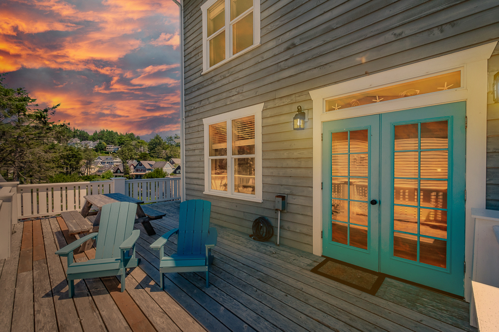Enjoy outdoor entertaining deck just off the kitchen. Between the park and the ocean.