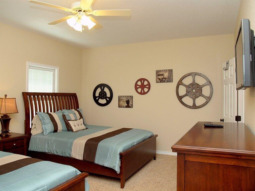 HH #B - Upstairs Bedroom #2