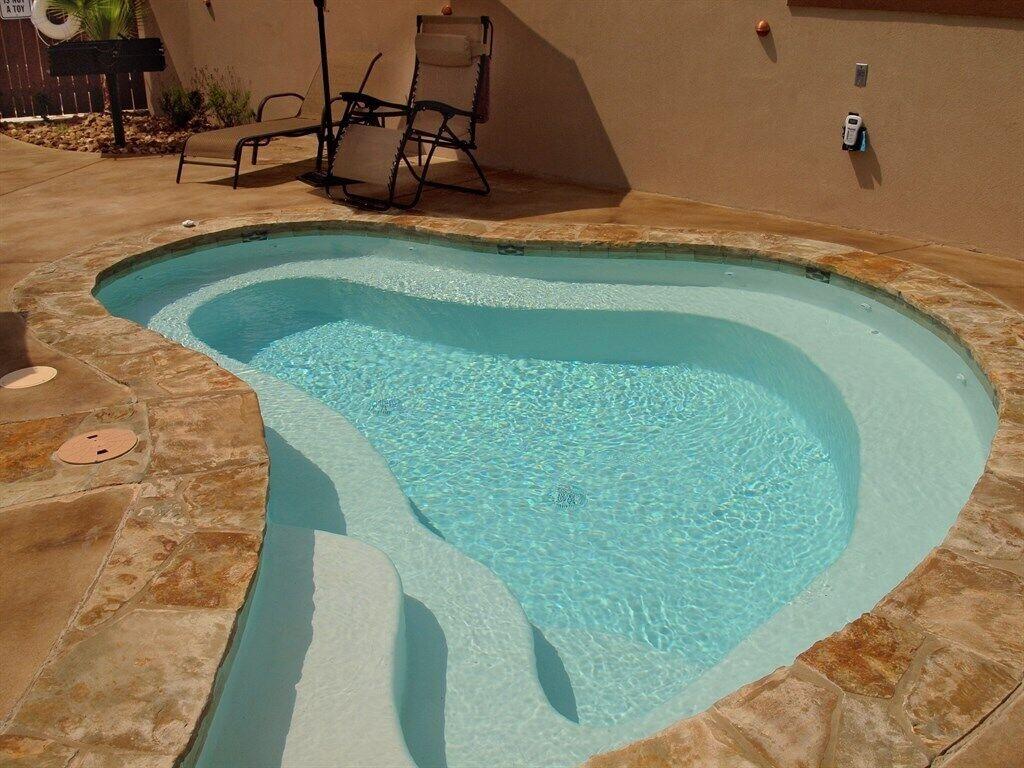 Seidel Hinman Haus - Shared Pool/Spa