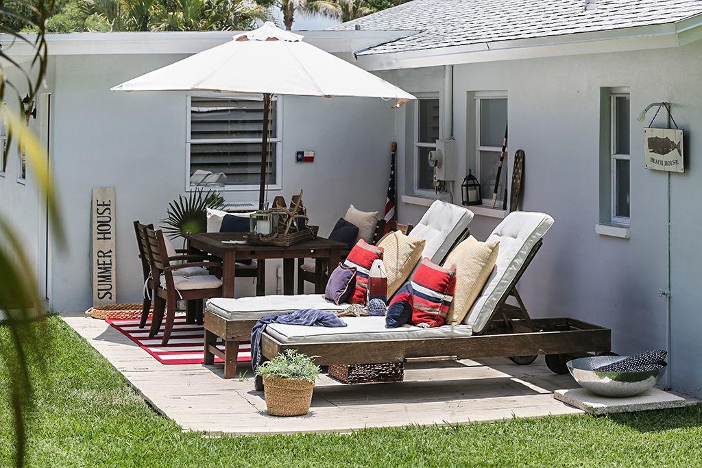 Terrasse mit einem Esstisch für 6 Personen und einem one touch Weber Grill