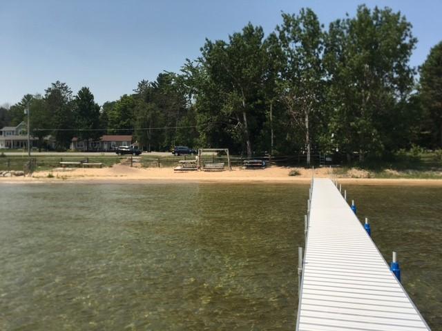 109 Feet of Mullett Lake for your enjoyment!
