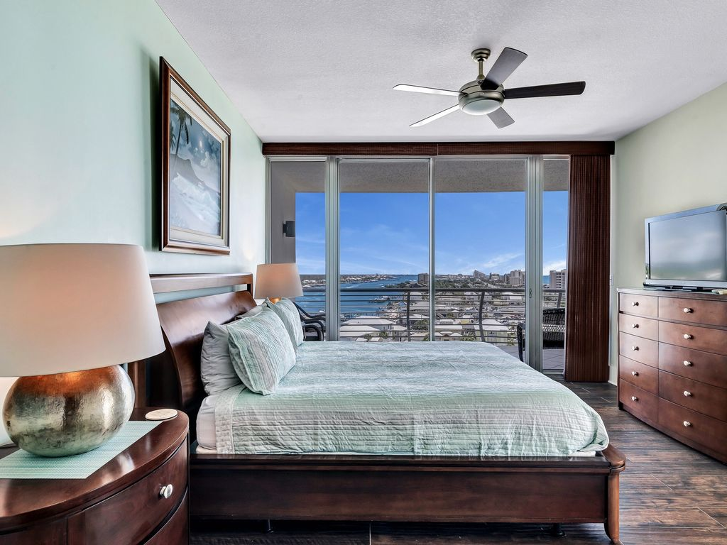 Large Master Suite with King Bed