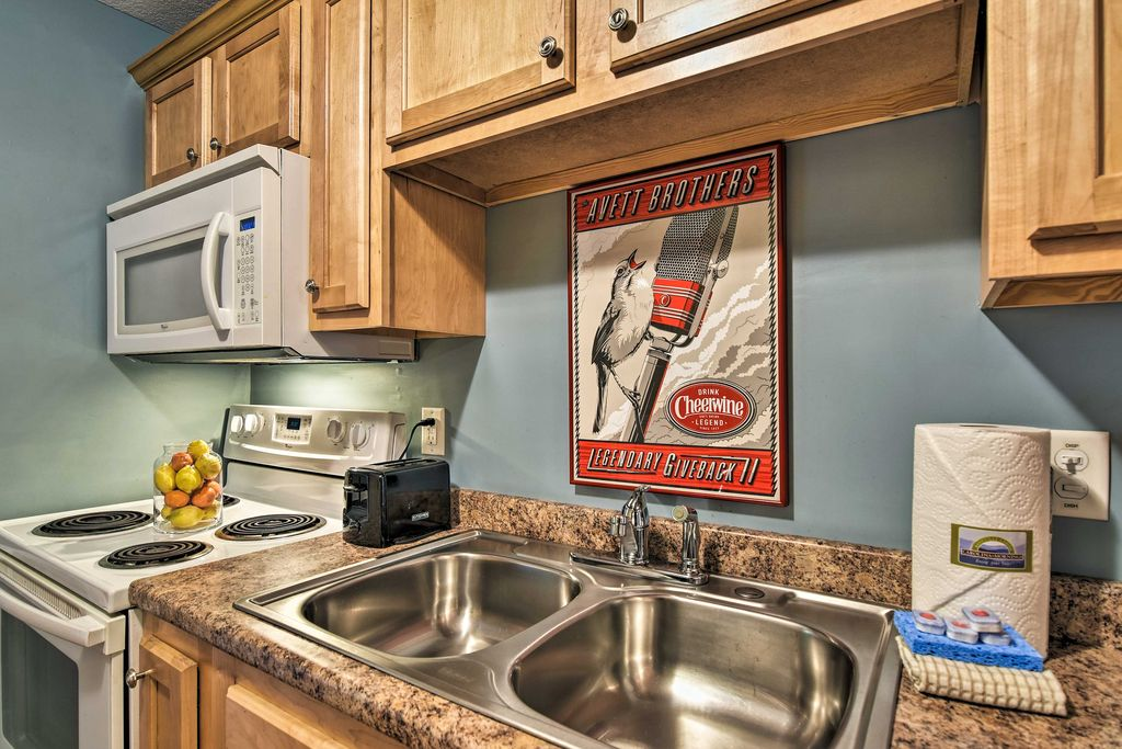 The fully equipped kitchen makes preparing meals a breeze.