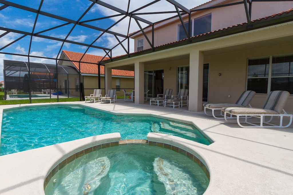 Private pool/Spa and covered lanai with child safety pool fence