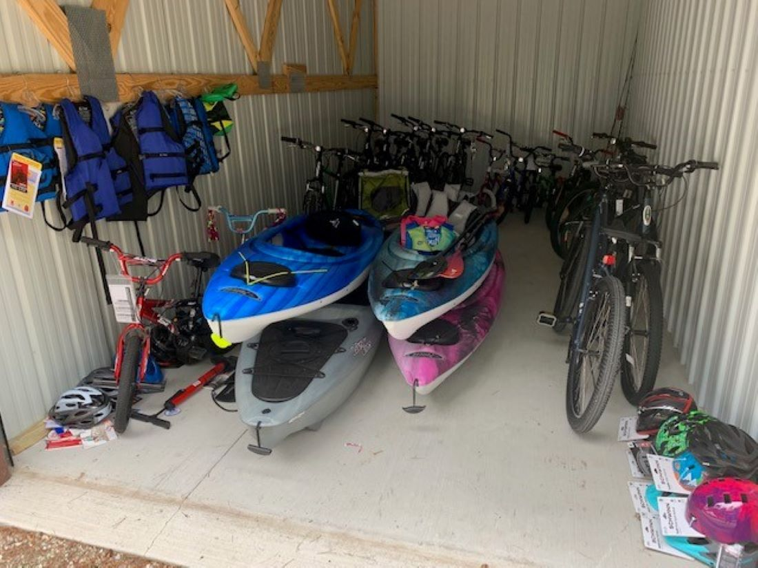 """""""The Adventure Shed"""" is full of 10 bikes, 4 kayaks, fishing gear. Located off-site .8 miles away right next to Peninsula State Park."""