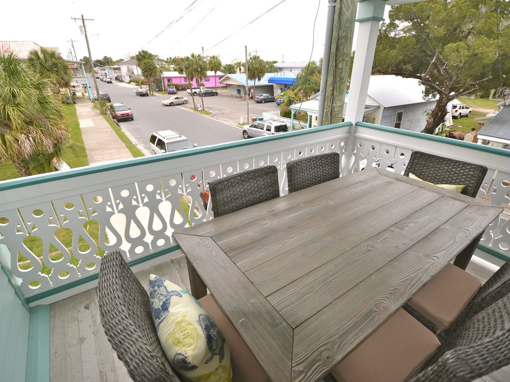 Outside Dining on Porch in the heart of Downtown