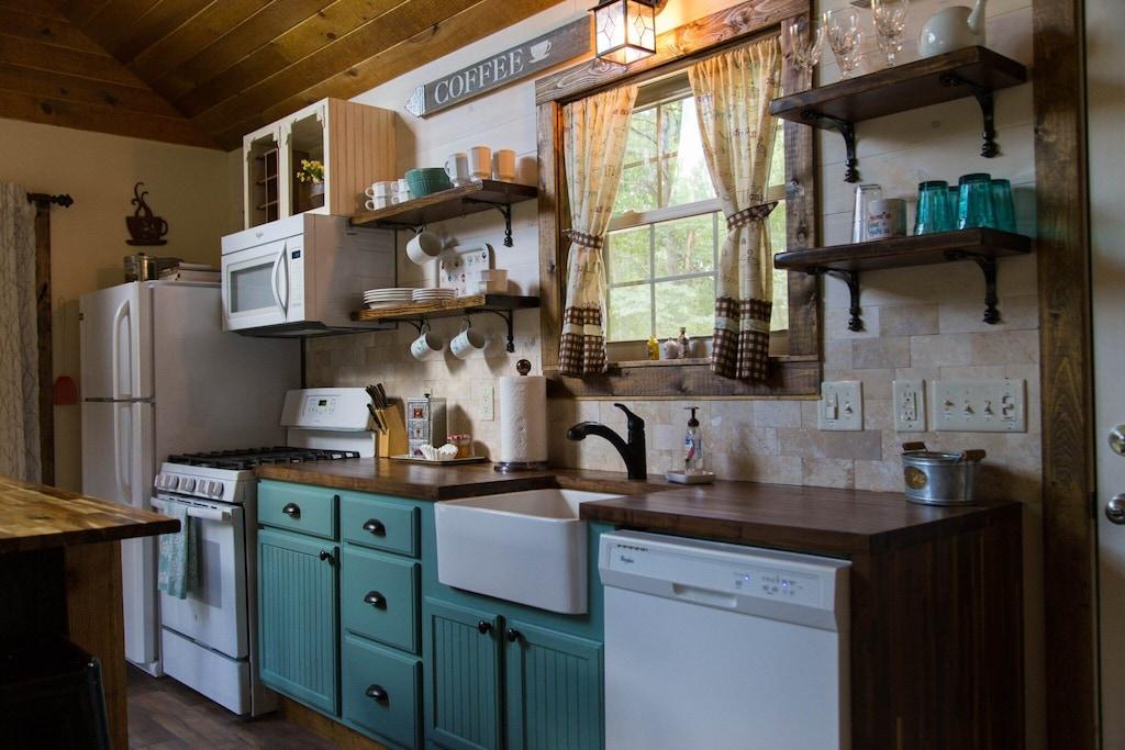 Full kitchen including dishwasher (love that apron sink!)