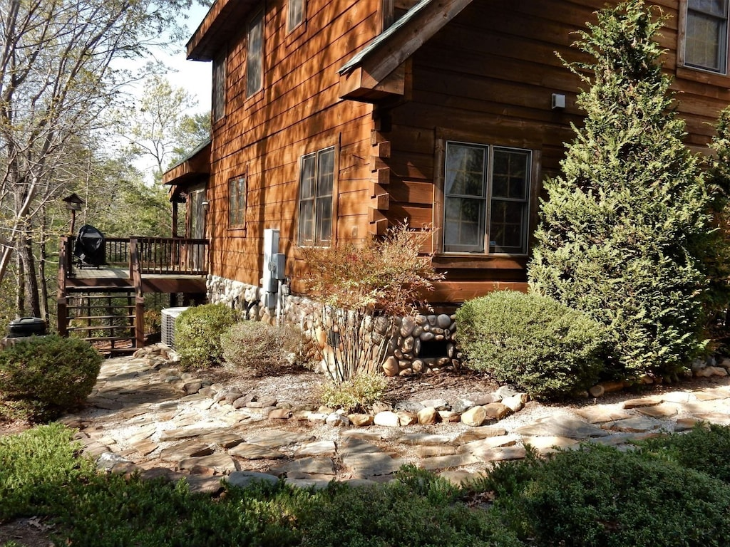 You`ll appreciate the attention to detail at this well maintained home.