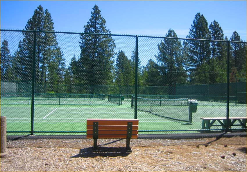 Tennis Hill- 9 courts just a short walk away