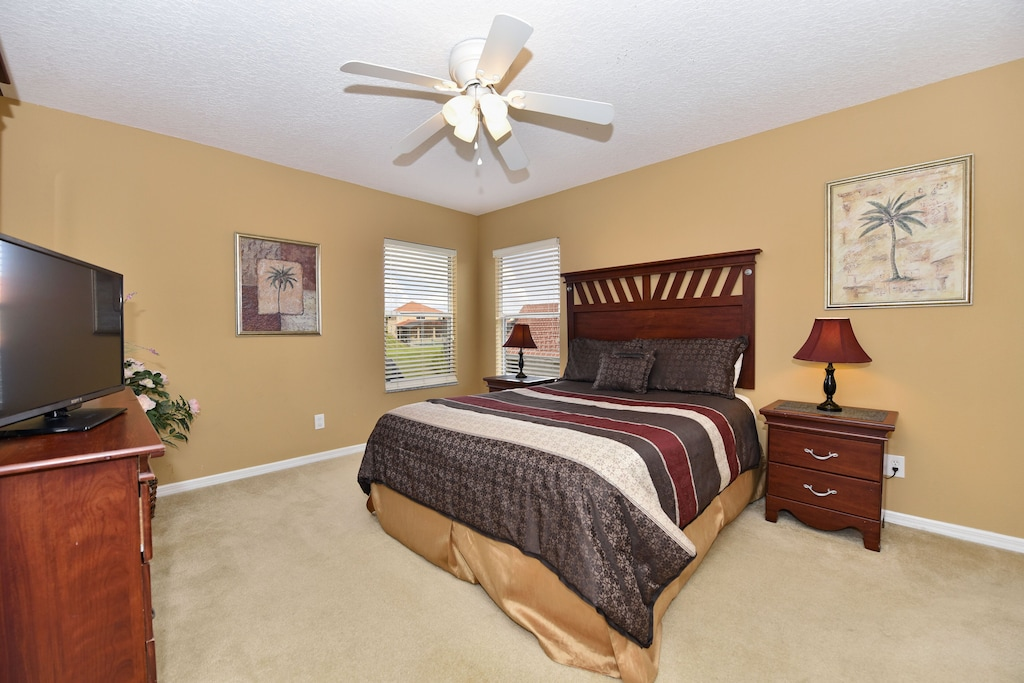 Queen master bedroom upstairs