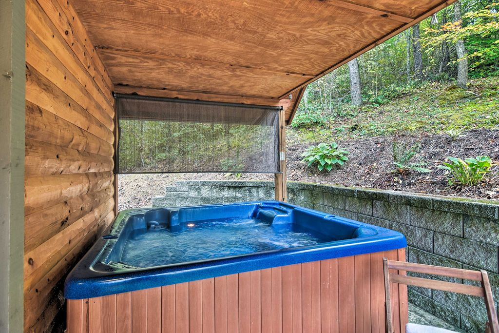 Six people can fit in the private hot tub.