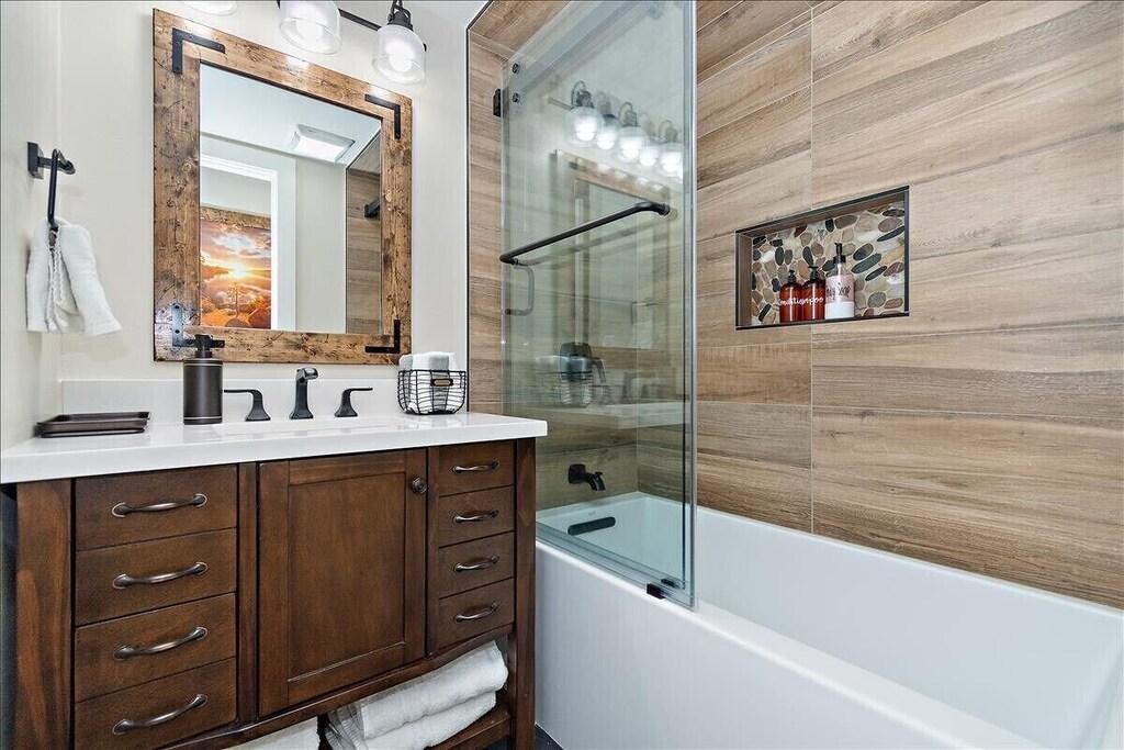 New updated Full hallway bathroom