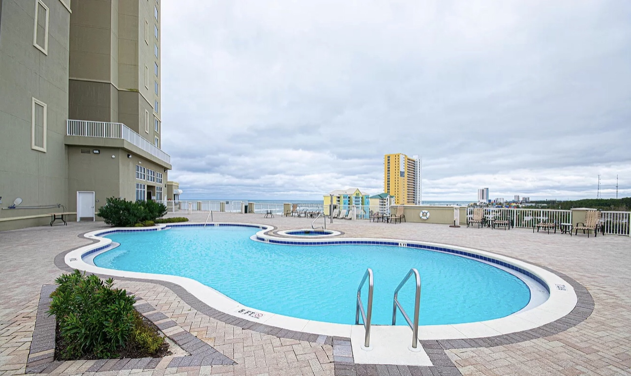 Tower 2 pool deck with gulf views