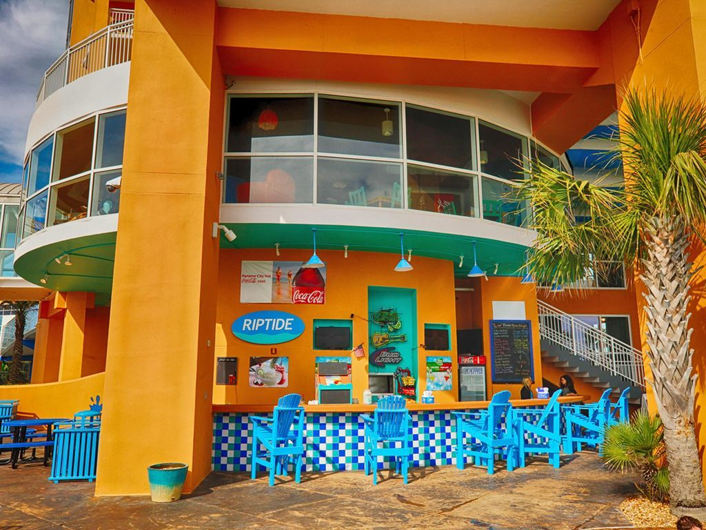 Splash Riptide Bar