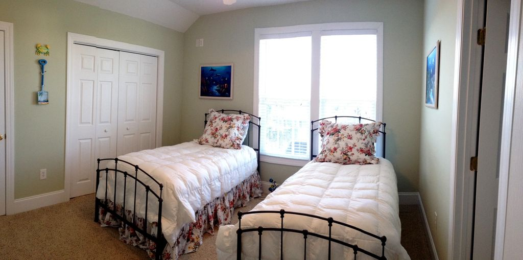 Upstairs guest bedroom with two twins and shared full bath