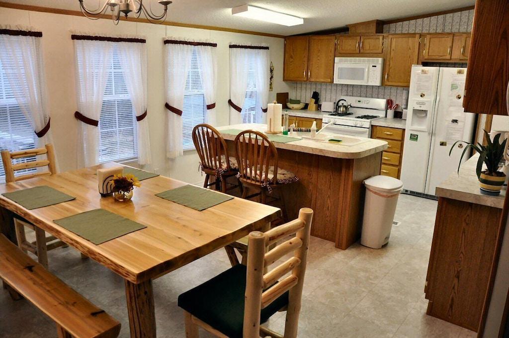 Full kitchen including dishwasher