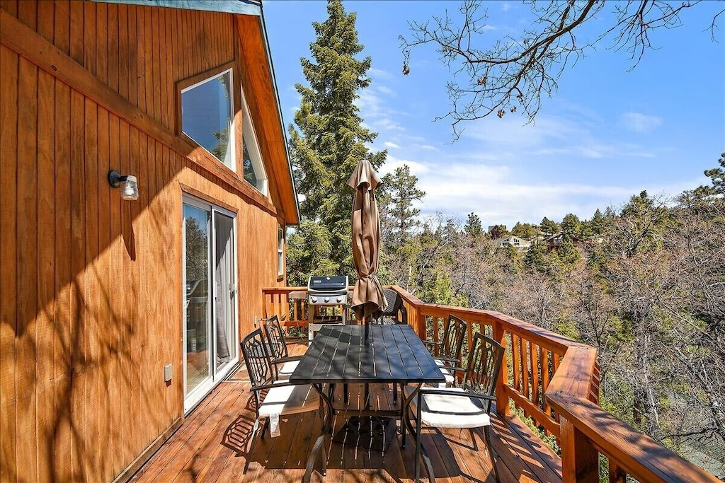 Private wrap around deck for BBQ and family gatherings. Views of Wilderness and ski slopes.