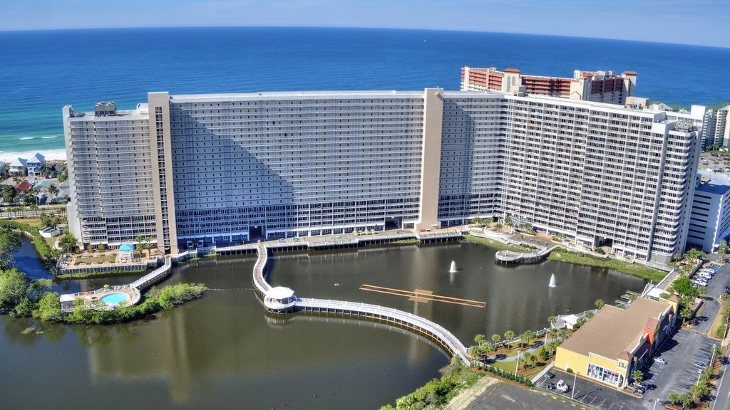 """Laketown Wharf is situated only steps from """"the worlds most beautiful beach"""""""