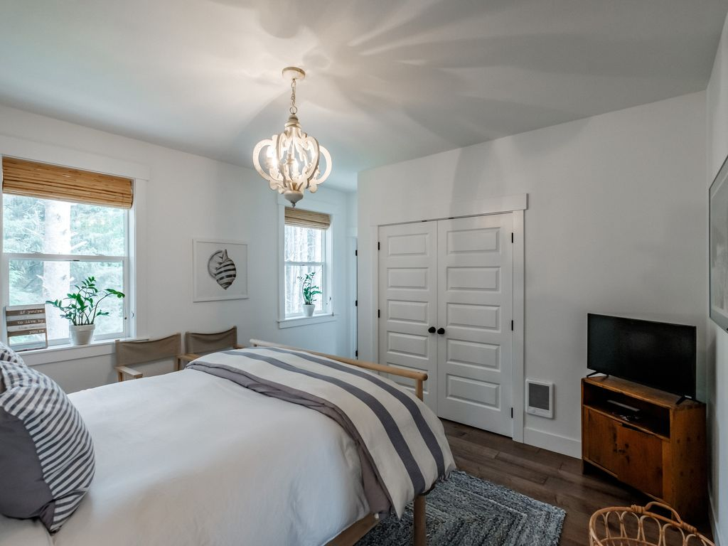 Second level master suite offers peaceful forest views.